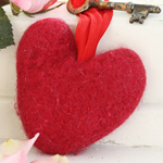 Free Pattern! Felted Heart knitted in Drops Eskimo
