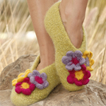Free Pattern! Felted Slippers with Flowers in DROPS Eskimo